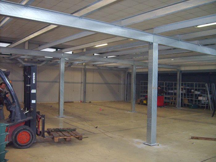 Costruzione capannoni industriali progettazione e for Tettoia capannone con soppalco