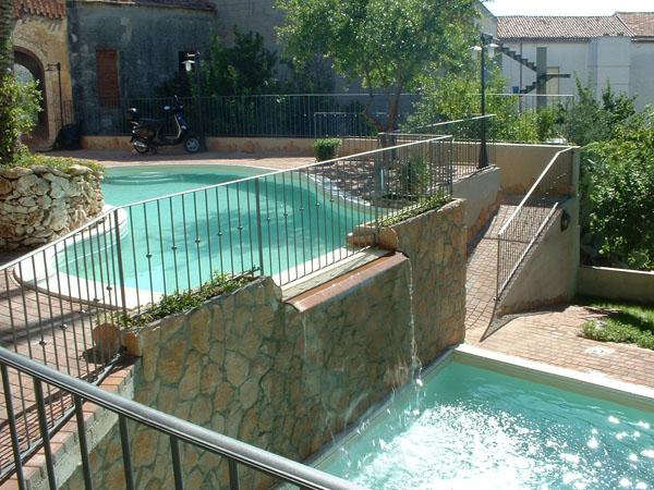 Costruzione piscine la piscina con una piccola rata - Piscina interrata piccola ...